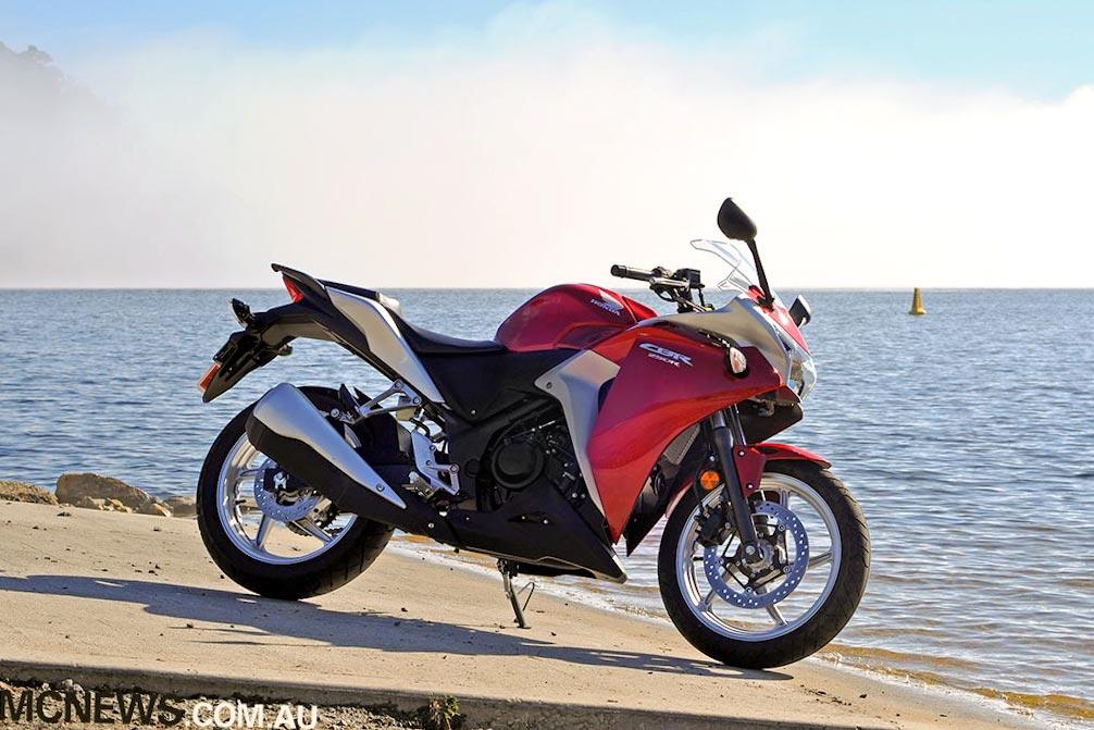 Specs U2013 Honda CBR250R Engine U2013 249cc, Liquid Cooled, DOHC, Single Cylinder.  Bore X Stroke U2013 76 X 55mm. Induction U2013 EFI, 38mm Throttle Body