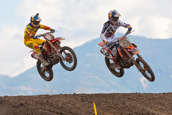 With a title on the line, Roczen and Dungey battled throughout the day. (Photo: Matt Rice)