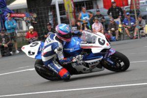 Guy Martin races Suzuki GSXR1000 around Cemetery Circuit