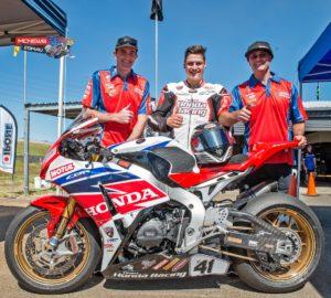 Aiden Wagner with mechanic Dan Williams and Team Honda boss Paul Free