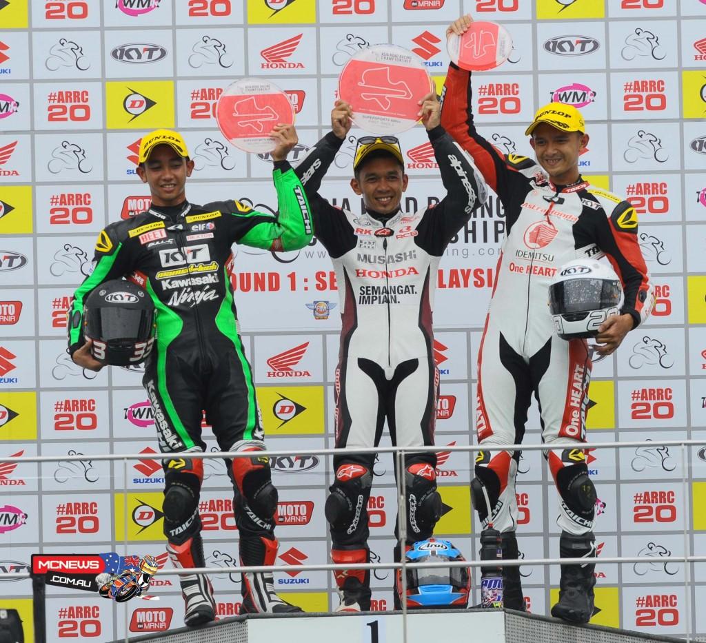 Zamri Baba on the SuperSports 600cc Race-2 podium with Yudhistira and Dimas Ekky