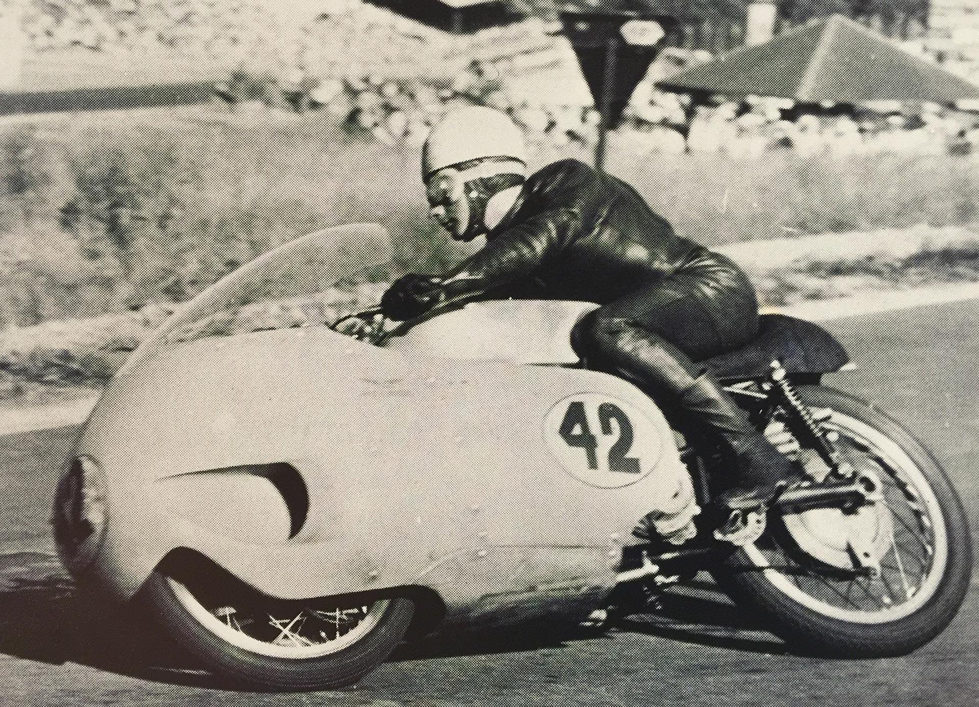 Moto Guzzi V8 | 300km/h in 1957 on a 500cc 4-stroke