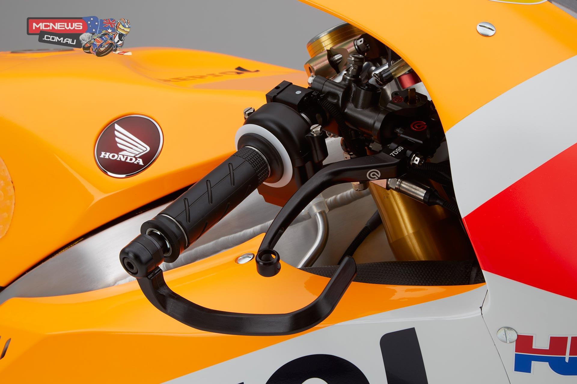 2016-MotoGP-RC213V-Dani-Pedrosa-Lever.jp