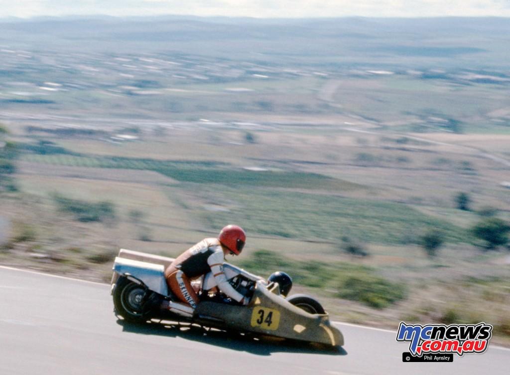 Dennis Skinner/Bob Curnow. Laverda 1000.