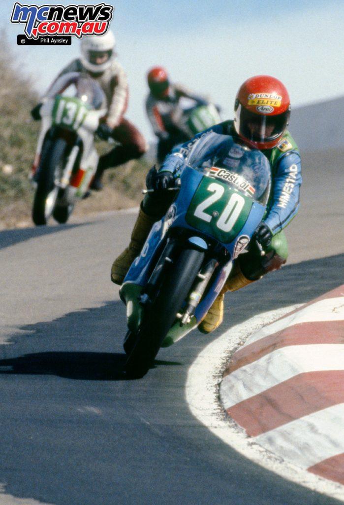 Lee Roebuck/Yamaha TZ250 leads Mark Mountfort/Yamaha TZ250.