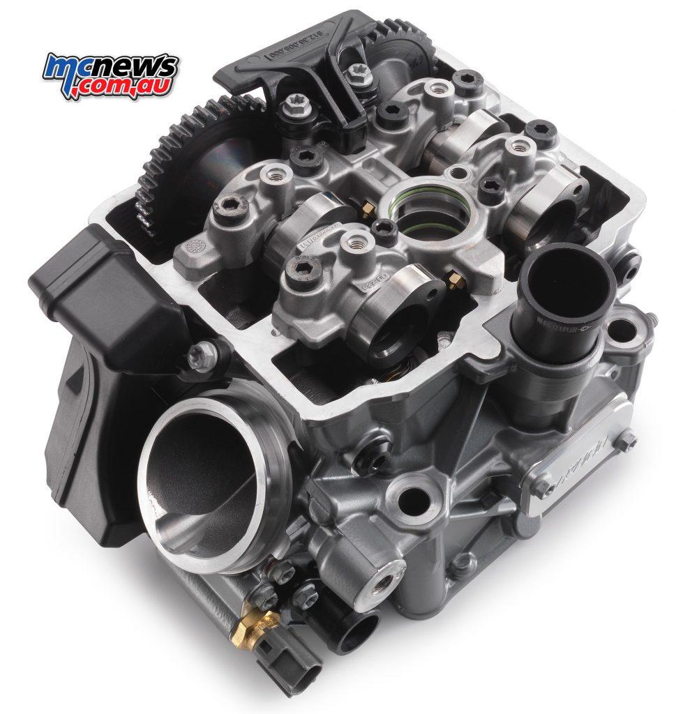 2017-ktm-1290-suoperduke-r-cylinder-head