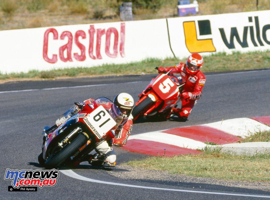 Bathurst 1986 - Wayne Clarke/Suzuki leads Kevin Magee/Yamaha 750