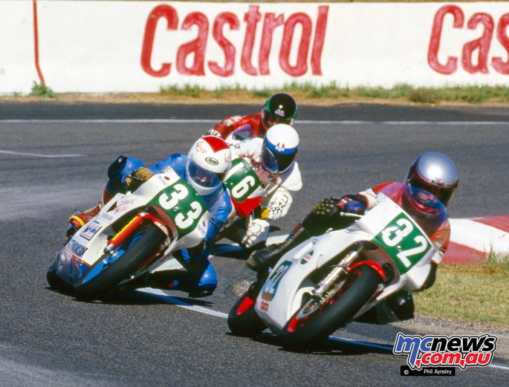Bathurst 1986 - Hamish McNicol/Yamaha TZ250, Martin Renfrey/Honda RS250 and Russell Howard/Yamaha TZ250