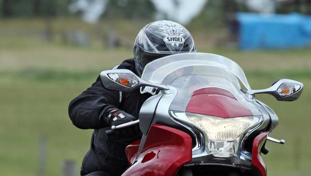 Riding Around Australia - Having fun on the VFR1200F