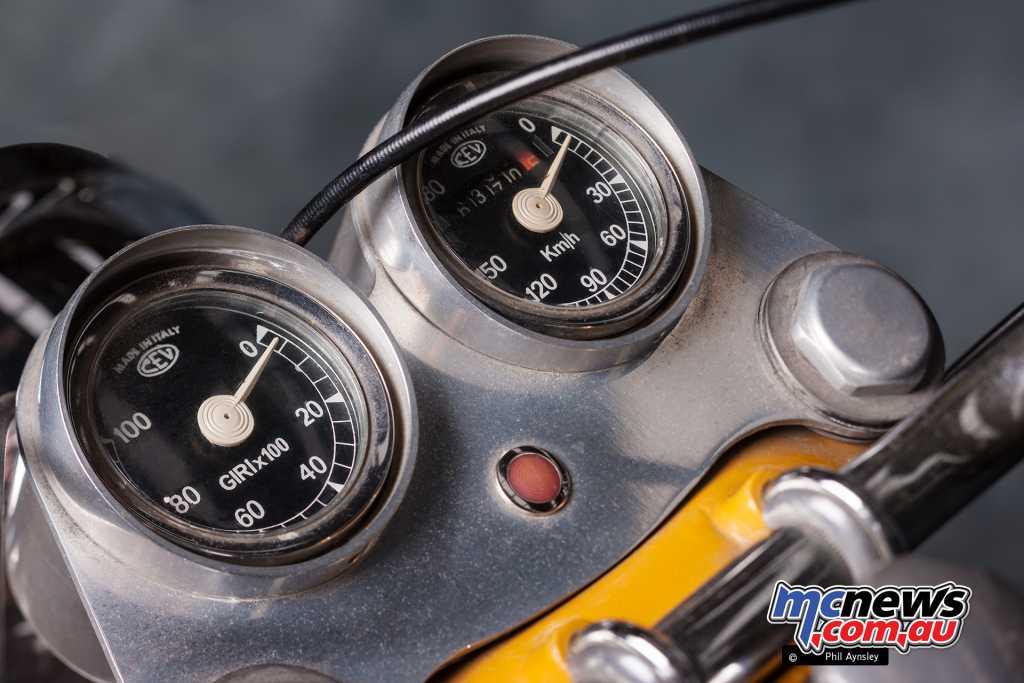 MV Agusta 350 Scrambler instruments