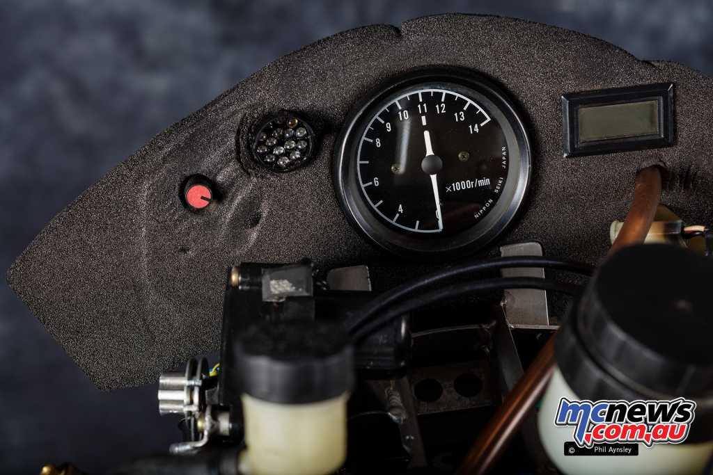 Elf V4 Racer instrumentation