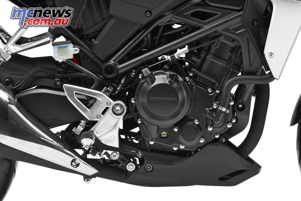 Single-cylinder DOHC 4-valve engine generating 31hp