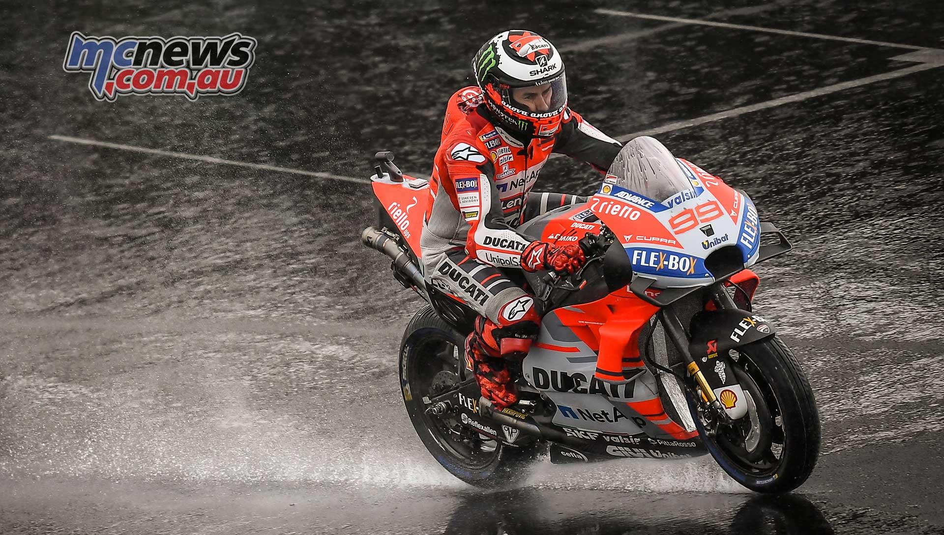 Jorge Lorenzo tops rain/crash affected Silverstone qualifying   MCNews.com.au