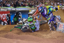 AMA-SX-2016-Atlanta-Arnaud-Tonus-Crash-1