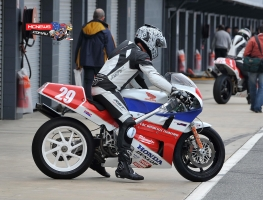Honda RC30,Scott Campbell