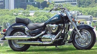 SuzukiVL1500Intruder_rhf_400p