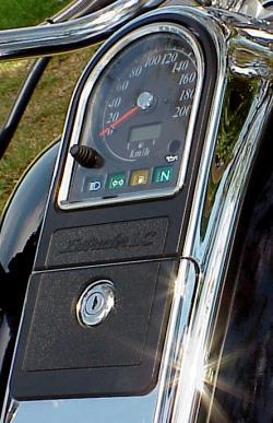 SuzukiVL1500Intruder_tankinstruments_250p