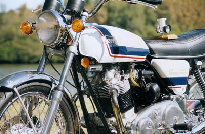 1972_Norton_850_Commando_LHF_400p
