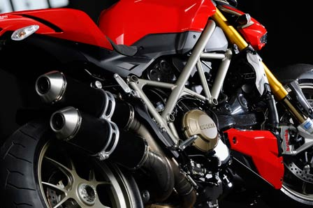 Ducati_Streetfighter_Middle_448p