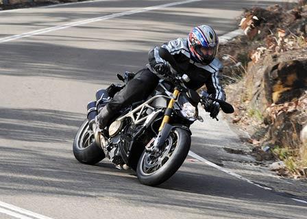 Ducati_Streetfighter_Trev_448p