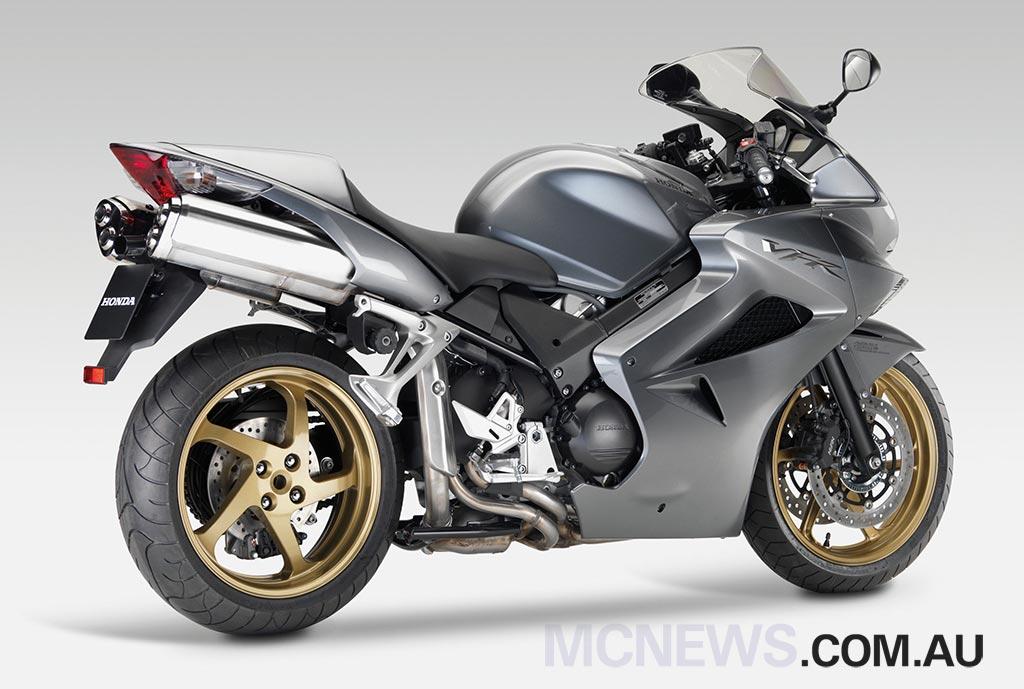 Honda_VFR800_Silver_RHR