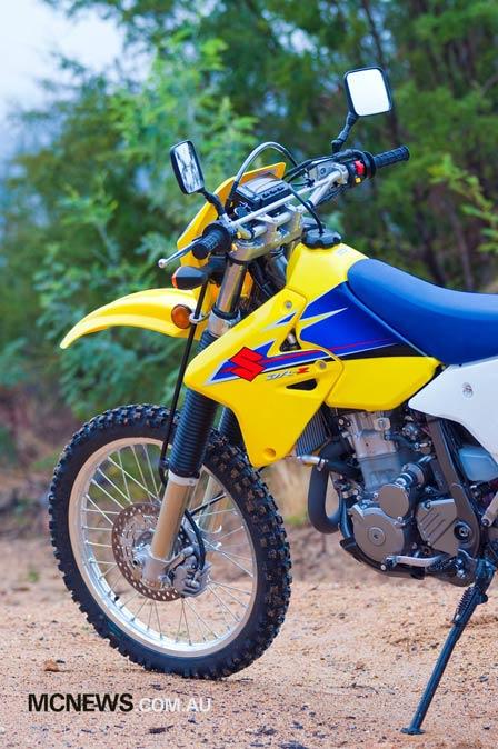 Suzuki_DR-Z400E_LHS_Half_448p