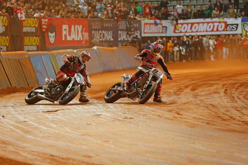 In the open class the outstanding rider of the night was reigning AMA Pro Flat Track Grand National Champion Brad Baker. At the end of the night Marquez and Baker fought it out handle bar to handlebar in an incredible ten-lap battle in the Superfinal.