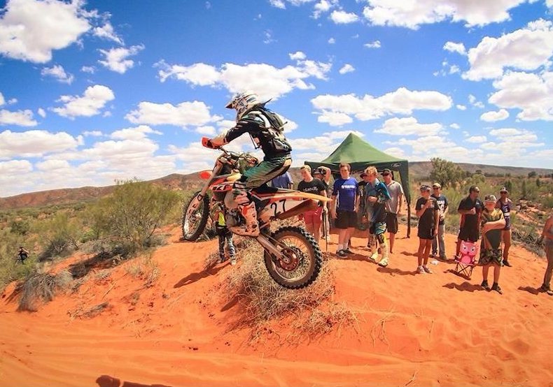 Ivan Long gave the brand new KTM Desert Racing Team a first-up win at the famous Deep Well Motocross event, south of Alice Springs, which featured 45-degree temperatures and 170kph top speeds. Pics: Simon Dower photography