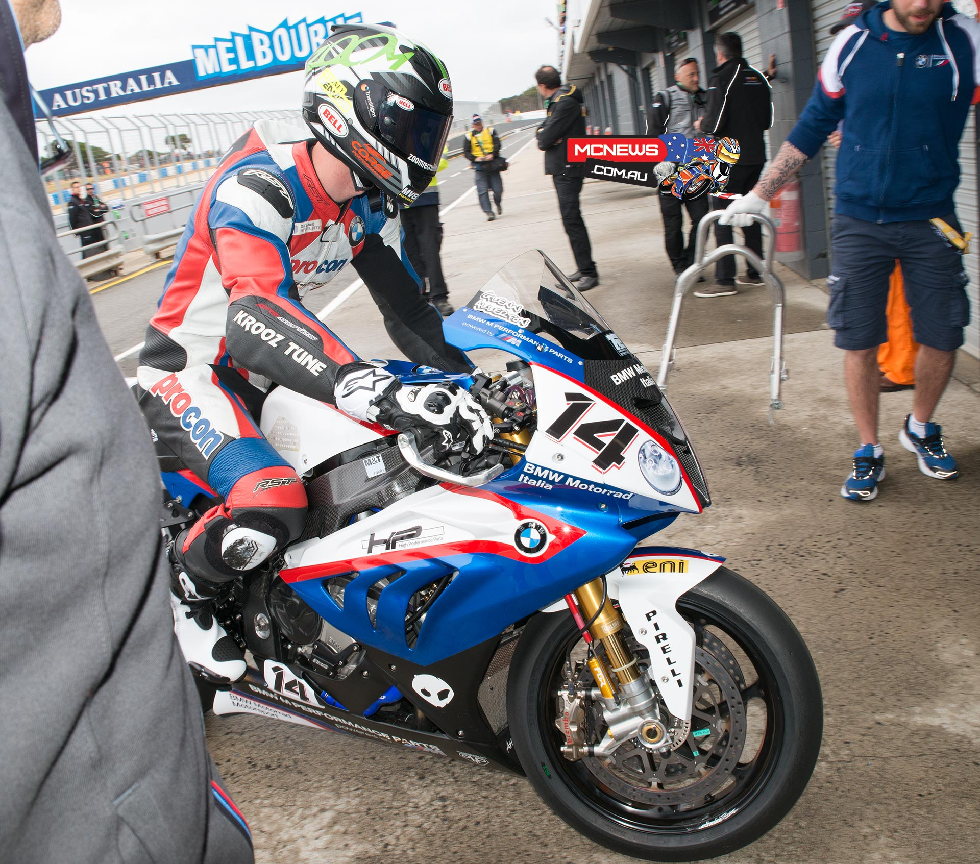 Glenn Allerton returning to the pit box after his first four laps onboard the BMW Motorrad Italia SBK