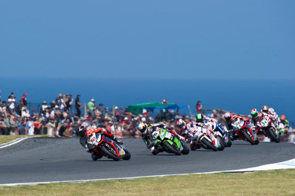 Phillip Island world superbike action with Sylvain Guintoli in the lead