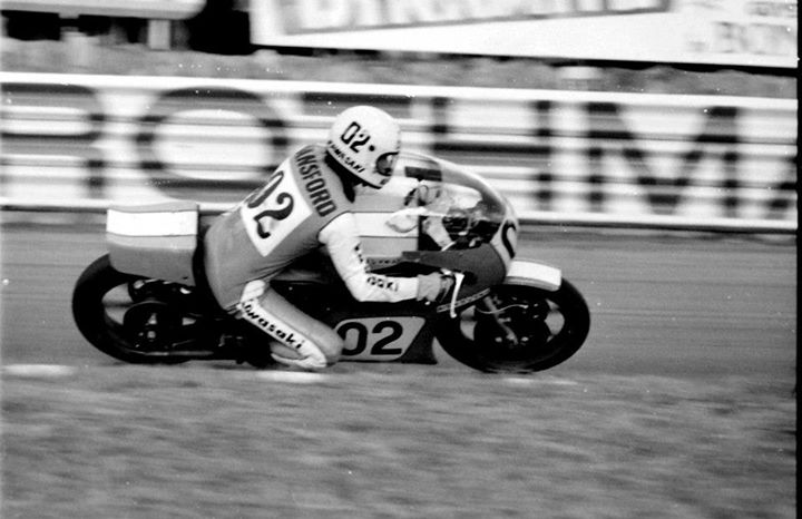 Gregg Hansford on the KR about to hit the straight at Amaroo Park, 1976.