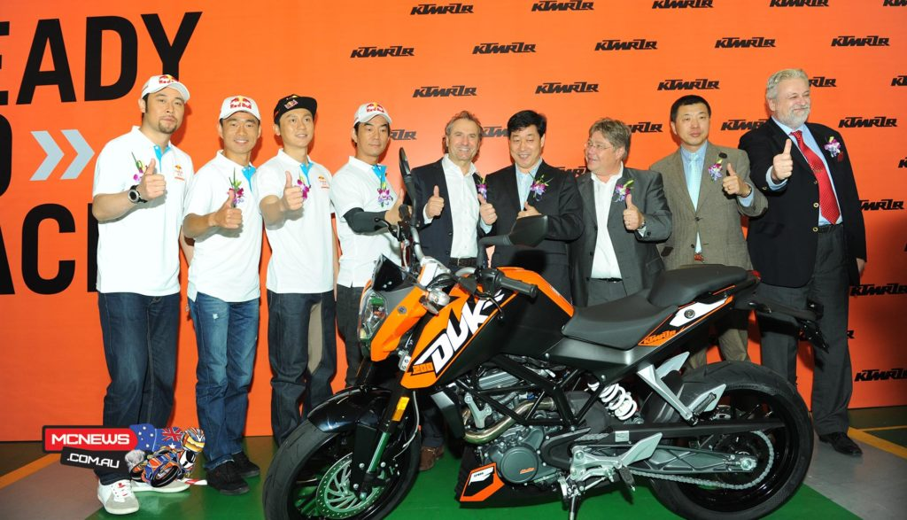 Following a partnership announcement in late 2013, CFMoto President Lai Guogui was joined by KTM COO, Harald Ploedckinger and KTM CSO Hubert Trunkenpolz as the Dukes were rolled out at a product release ceremony to celebrate the occasion.