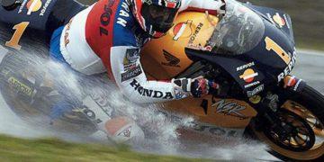 Mick Doohan splashing his way around
