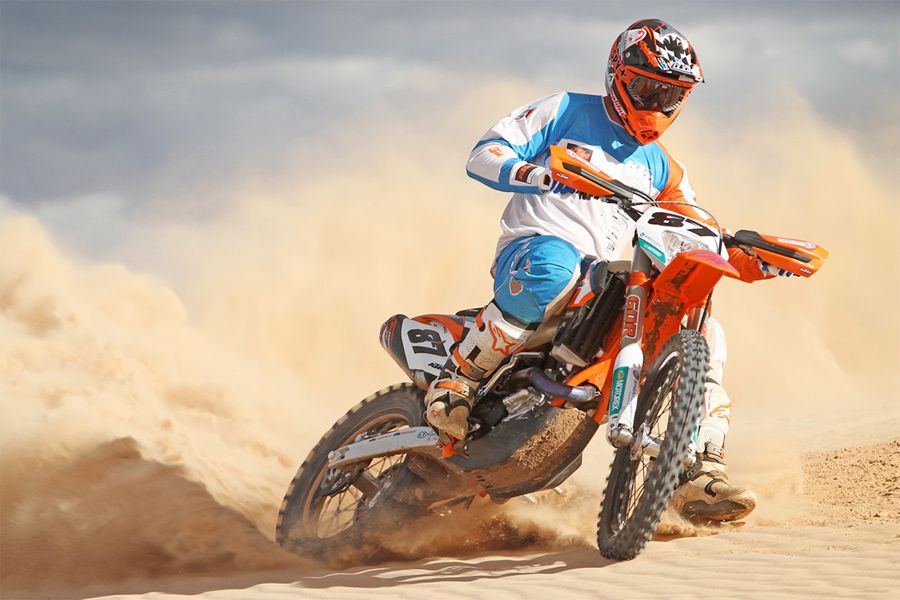 Toby Price is a dirt bike riding machine!! The factory KTM star is leading the AORC, has won the 2014 Finke Desert Race and is now leading the Desert Tri Series after claiming the Kamarina 500 last weekend ahead of KTM teammates Ivan Long and Ben Grabham.