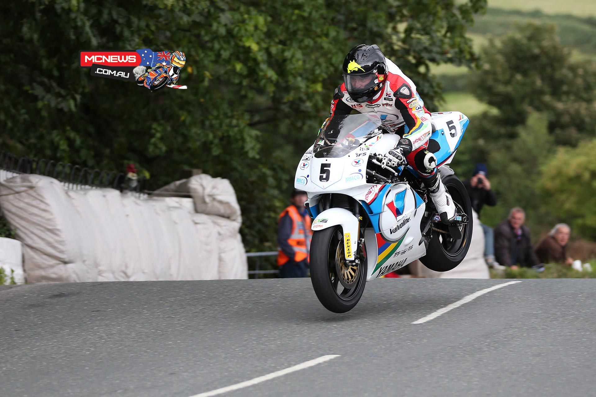 Bruce Anstey leads Classic TT qualifying on Padgetts YZR500 Yamaha