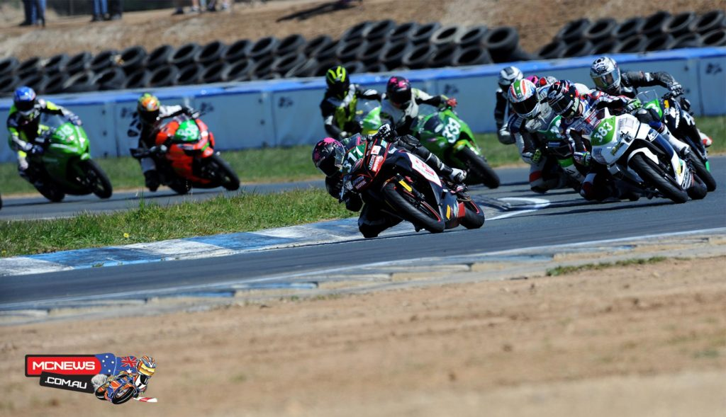 Ninja 300 Cup action from Wakefield Park