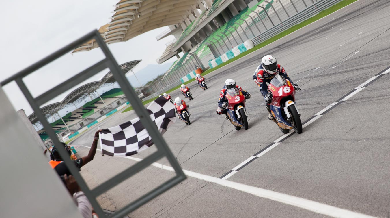 Kaito Toba takes victory in Sepang to cut Yuta Date lead