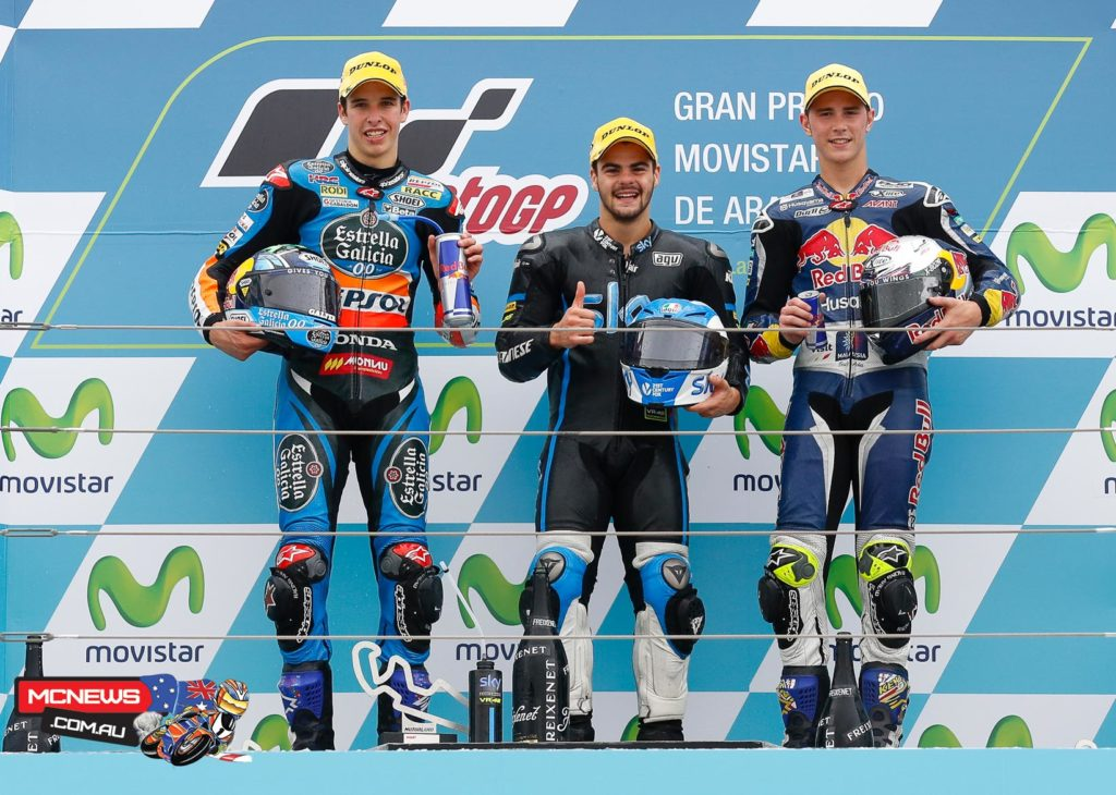 Romano Fenati judged the conditions best to take victory in the Moto3™ race in tricky conditions at the Gran Premio Movistar de Aragon, with Alex Marquez and Danny Kent and also on the podium.