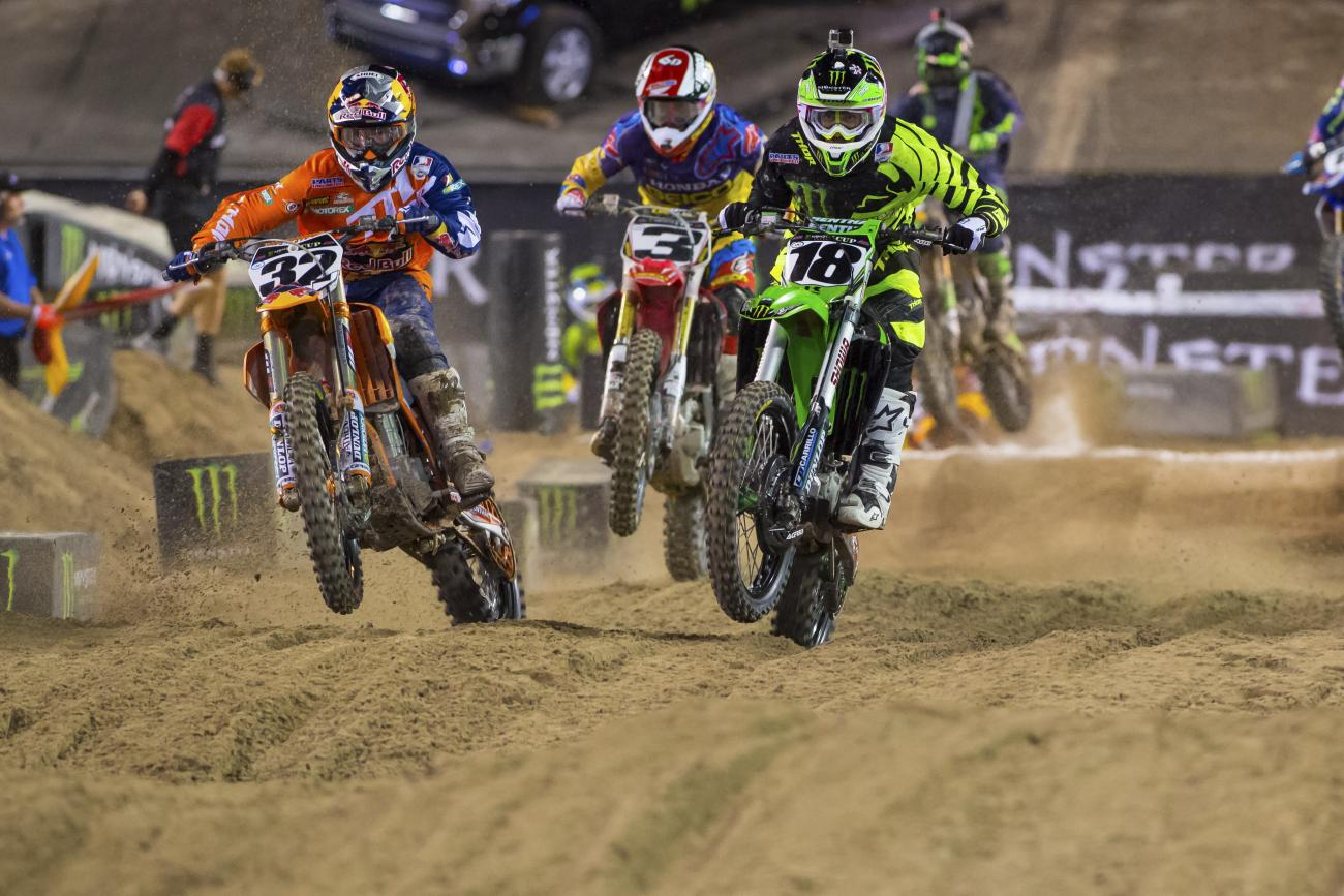 Justin Hill battles with Millsaps and Tomac