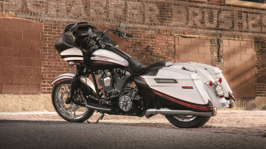 Harley-Davidson Road Glide Special in Arctic Flash