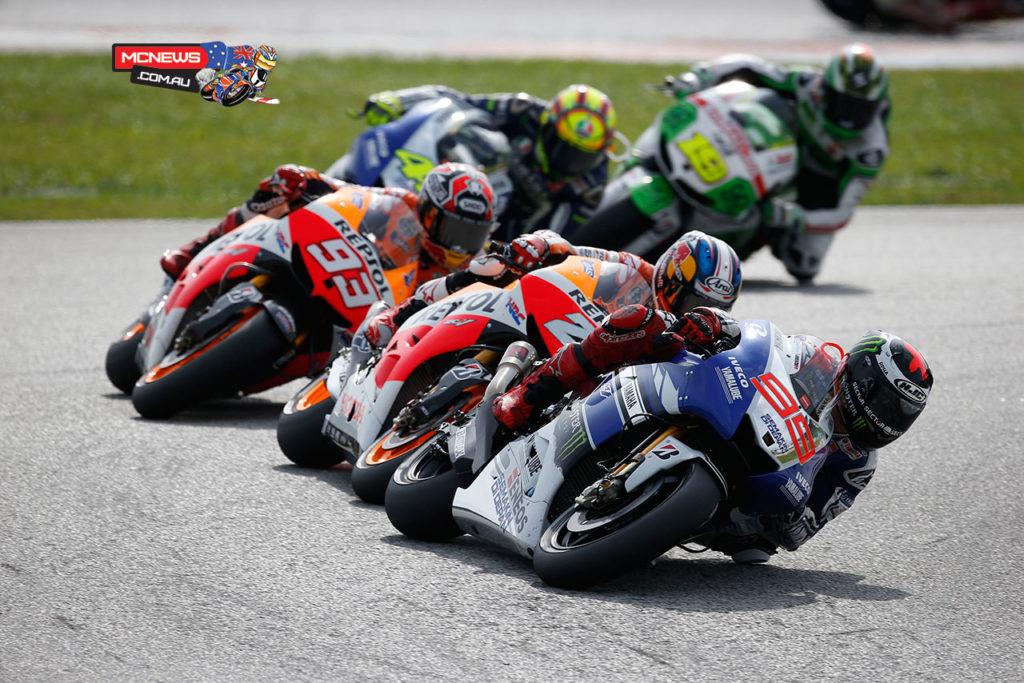 Lorenzo leads the pack at the 2013 Malaysian Grand Prix - Sepang MotoGP