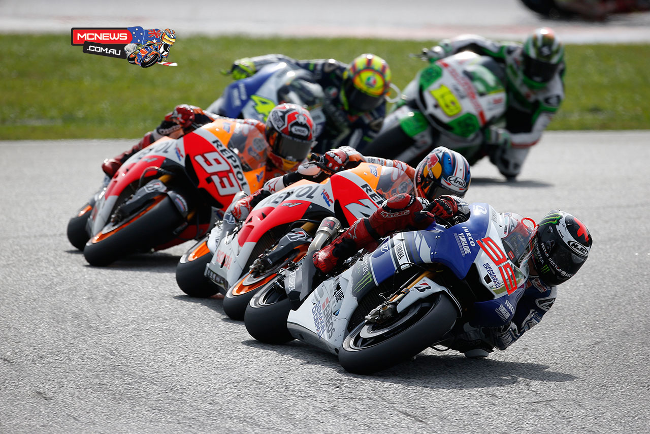 Lorenzo leads the pack at the 2013 Malaysian Grand Prix - Sepang MotoGP