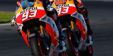 Marquez brothers in close RC213V formation on the opening day of 2015 pre-season testing