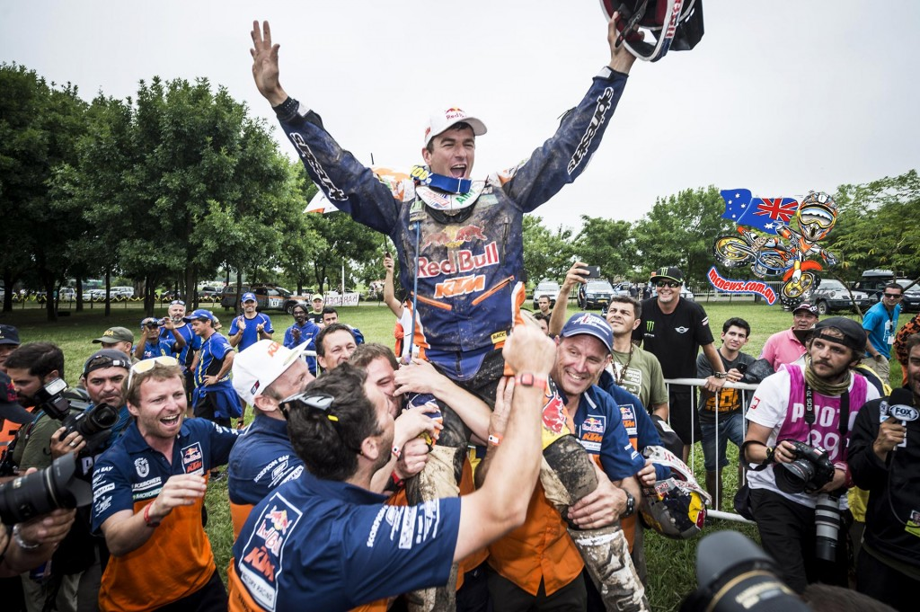 Marc Coma held aloft by his crew