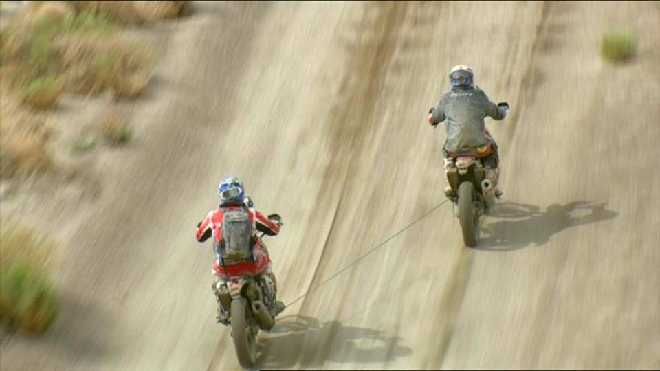 Dakar 2015 leader Joan Barreda Bort being towed and seeing his lead in the famous race disappear.. Next year Joan....