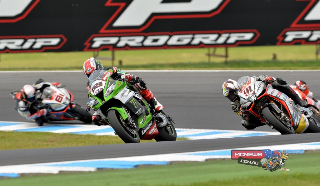 World Superbike 2015 Round One Race One - Jonathan Rea leads Leon Haslam