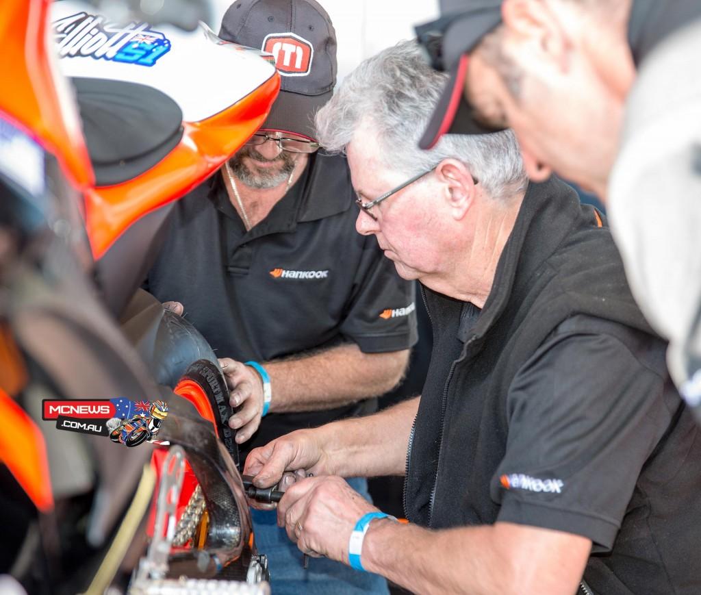 Phil Tainton and Shawn Giles working on Brayden Elliott's Suzuki GSX-R600