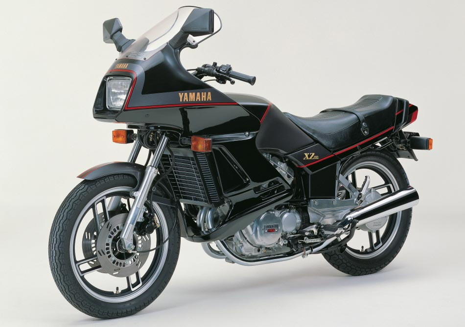 Yamaha XZ550 with fairing