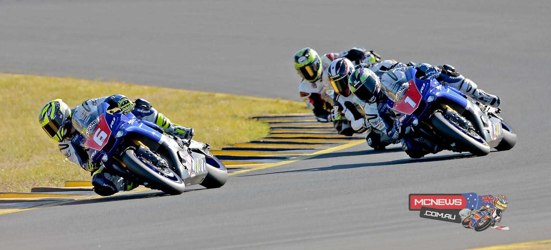 FX-ASC 2015 Round Three SMP - Saturday Superbike Race One - Halliday leads Maxwell, Condon and Herfoss