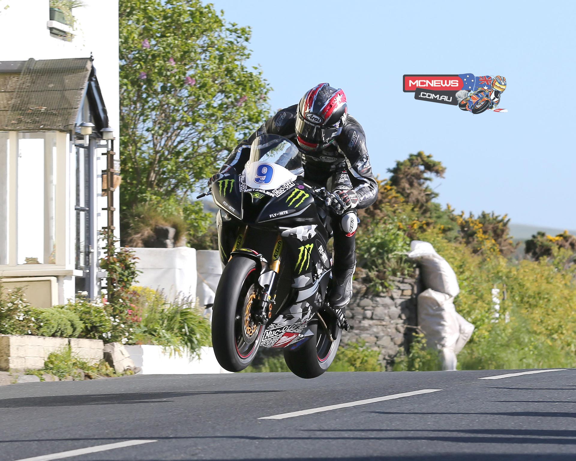A focused Team Traction Control crew got Ian Hutchinson back on the road in rapid time and he continued to gather incredible momentum to gap his opposition and maintain his position at the top of the times throughout the final two laps.